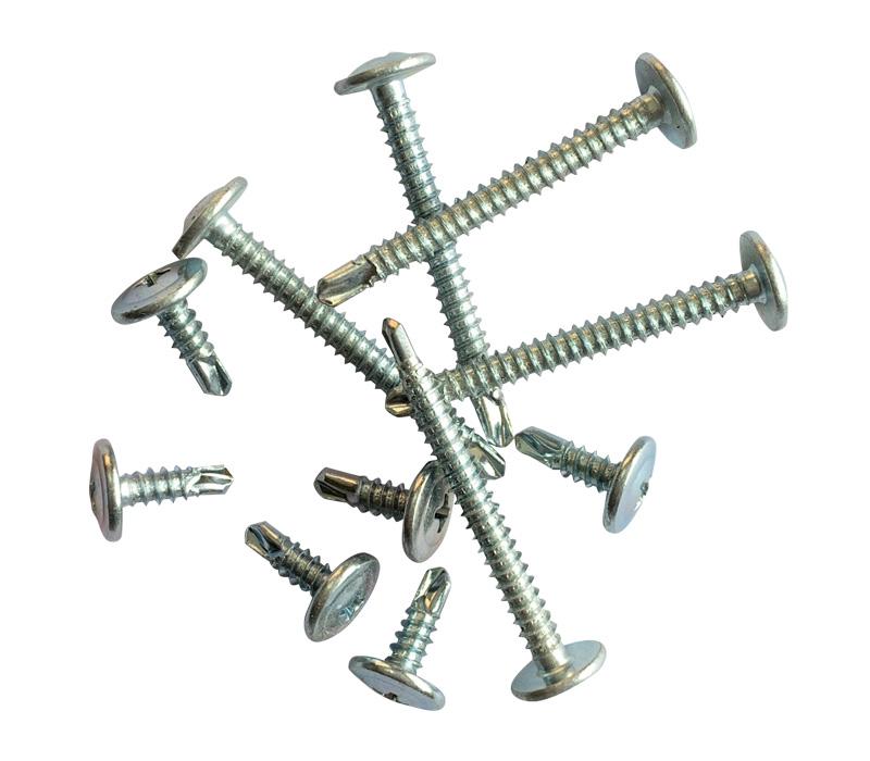 ¿Cuál es el método de procesamiento de los tornillos autoperforantes?